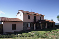 Country House with Swimming Pool for sale in Piemonte - Front view of the property