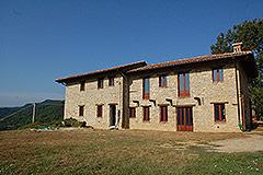 Teil restauriertes Stein Bauernhaus zum Verkauf im Piemont - Front view