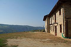 Teil restauriertes Stein Bauernhaus zum Verkauf im Piemont - Courtyard area