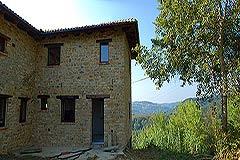 Teil restauriertes Stein Bauernhaus zum Verkauf im Piemont - L shape