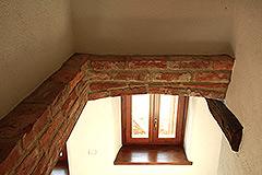 Teil restauriertes Stein Bauernhaus zum Verkauf im Piemont - Exposed brick