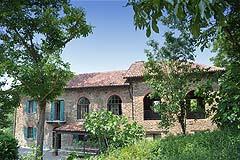 Asti property asti properties for sale in monferrato area piemonte italy buy houses in asti - Piscina nizza monferrato ...