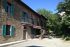 Cascina in pietra restaurata in vendita in Piemonte. - The property is built from local stone