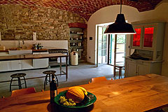 Restored Luxury Stone Country House in Piemonte - Kitchen and dining area