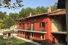 Cascina con fienile in vendita in Piemonte - Front view of the property