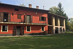 Country House with Barns for sale in Piemonte - Restored Italian Country home with two Langhe stone barns for restoration enjoying beautiful views over the surrounding countryside, vineyards and mountains.