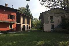 Cascina con fienile in vendita in Piemonte - View of house and barn
