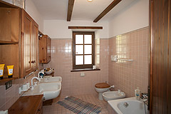 Cascina con fienile in vendita in Piemonte - Bathroom