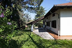 Cascina in vendita in Piemonte - Side view of the property