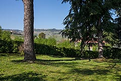 Country house for sale in the Piemonte region of Italy - Front garden area