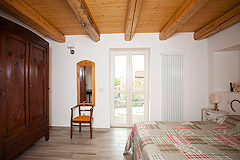 Luxury Country Home for sale in the Piemonte region of Italy - Exposed wooden ceiling