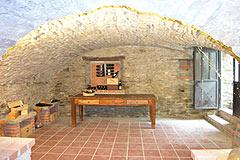 Casa situata nel centro del paese in vendita in Piemonte - Wine cantina