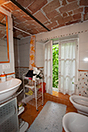 Italian Farmhouse with vineyards for sale in Piemonte - Bathroom