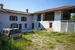 Italian farmhouse with barn for sale in Piemonte - Courtyard area