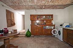 Italian farmhouse with barn for sale in Piemonte - Kitchen and dining area