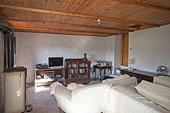 Italian farmhouse with barn for sale in Piemonte - Living area