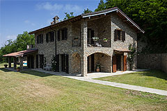 Luxury Country Home with Pool for sale in Piemonte Italy - Front garden area