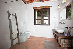 Luxury Country Home with Pool for sale in Piemonte Italy - Rustic style bathroom