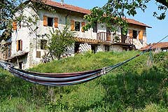 Rustic Italian farmhouse for sale in Piemonte Italy - Elevated position