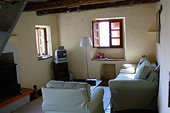 Rustic Italian farmhouse for sale in Piemonte Italy - Living area
