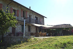 Rustic Italian farmhouse for sale in Piemonte Italy - Front of the property