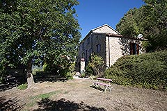 Country Home with swimming pool for sale in Piemonte - Side view
