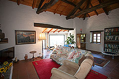 Country Home with swimming pool for sale in Piemonte - Living area