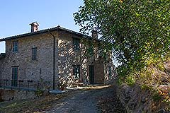Character Country Stone House with dependance for sale in Piemonte - Beautiful country home restored to a high standard with beautiful views over the countryside
