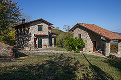 Character Country Stone House with dependance for sale in Piemonte - Side view of the properties