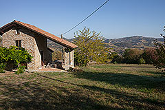 Character Country Stone House with dependance for sale in Piemonte - Independent accommodation