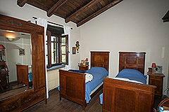 Character Country Stone House with dependance for sale in Piemonte - Bedroom