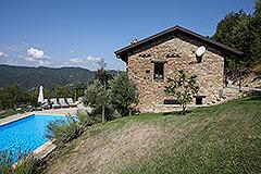 Elegante casa in pietra con piscina in vendita in Piemonte - Side view