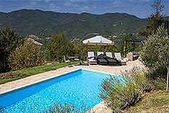 Elegante casa in pietra con piscina in vendita in Piemonte - Pool area