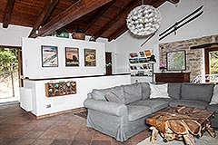 Elegante casa in pietra con piscina in vendita in Piemonte - Living area