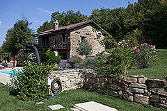 Luxury Country Home with swimming pool for sale in Piemonte - Tranquil position