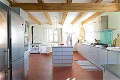 Country Estate with Vineyard for sale in Piemonte - Spacious kitchen