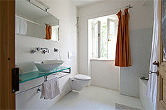 Country Estate with Vineyard for sale in Piemonte - Bathroom
