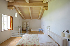 Country Estate with Vineyard for sale in Piemonte - Spacious Bedroom