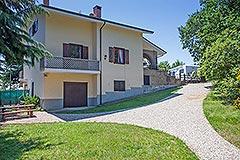 Italian Villa for sale in Piemonte - Side view