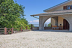 Italian Villa for sale in Piemonte - Entrance to the property