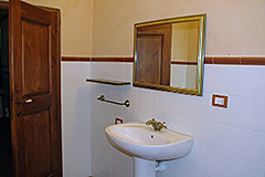 Characteristic Guest House for sale in the prestigious wine area of Barolo - Bathroom