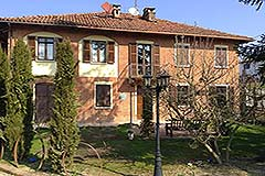 Italian farmhouse for sale in Italy Piemonte - Beautiful Restored Farmhouse with B & B guest rooms in the most stunning location with views of the countryside and Alps
