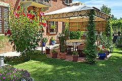 Italian farmhouse for sale in Italy Piemonte - Garden area