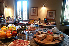 Italian farmhouse for sale in Italy Piemonte - Dining area