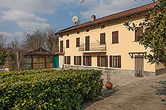 Traditional Italian farmhouse for sale in Piemonte - Courtyard area