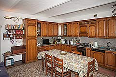 Traditional Italian farmhouse for sale in Piemonte - Kitchen area