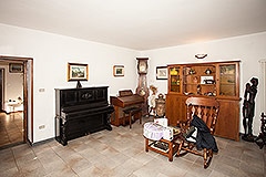 Traditional Italian farmhouse for sale in Piemonte - Living area