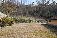 Traditional Italian farmhouse for sale in Piemonte - Back garden area