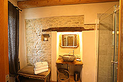 Luxury Stone Property for sale in Piemonte Italy - Ensuite bathroom