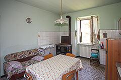 Italian farmhouse for sale in Piemonte - Dinin area/kitchen
